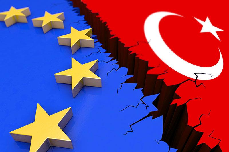 Timmermans op de bres voor Erdogan